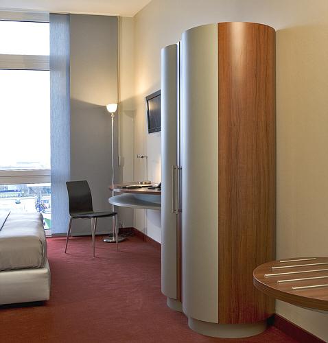 zehn jahre ist das hotel jetzt in betrieb zwei mal ist es bereits renoviert worden den stern. Black Bedroom Furniture Sets. Home Design Ideas